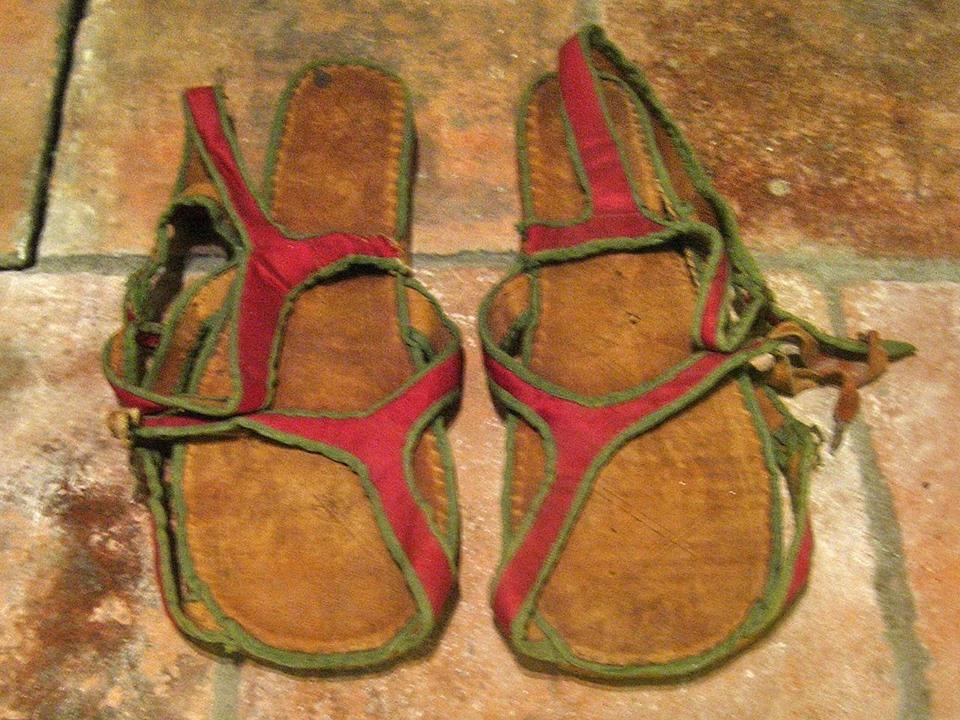 אפיפיור נעליים אדומות ותיקן