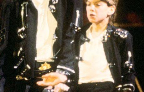 מייקל ג'קסון – ההומו שיחק עם קטינים
