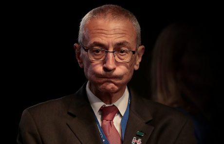 הגלגל מסתובב: מנהל המטה של קלינטון נמצא כעת על הכוונת של חקירת ההתערבות הרוסית