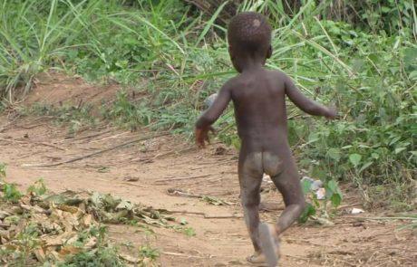 זה ילד שאבא שלו נטש אותו, קוראים לו קומרה ואבא שלו מסתנן
