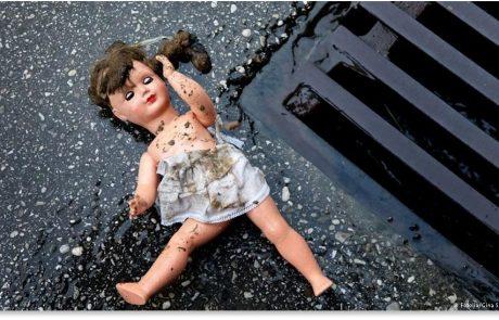 עיתונאית, פמיניסטיות, פורנו וילדה בת שלוש