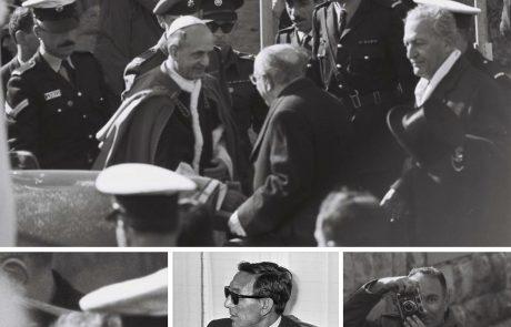ביקורו של פאולוס השישי במגידו. מי זה שם מסתתר מאחורי מצלמתו בכסות עיתונאי?