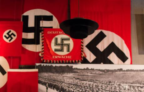 רונן מאייר: מישהו שלח לי פיסת וידאו בו ברק רביד ״מסביר״ על השואה. בואו נרד לפרטים
