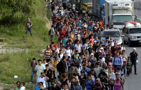 פלישת סורוס: טראמפ מאיים להורות על הצבא לסגור את הגבול הדרומי של ארה״ב