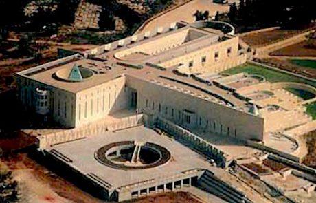 מישהו קורא יותר מידי קונספיל… המאמרים שלנו על סמלי המקדש פאגני של בית המשפט העליון
